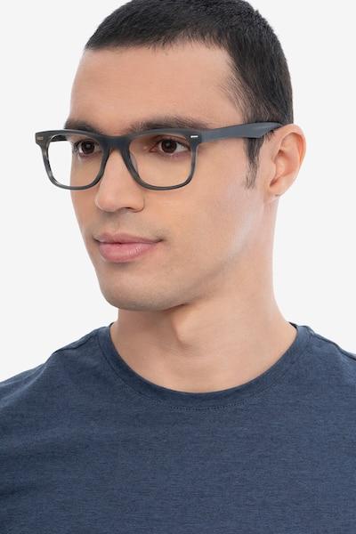 Caster Gray Striped Acétate Montures de Lunettes pour Hommes d'EyeBuyDirect, Vue de Face