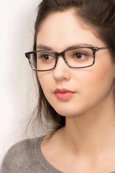 Requiem Gray Striped Acétate Montures de Lunettes pour Femmes d'EyeBuyDirect, Vue de Face