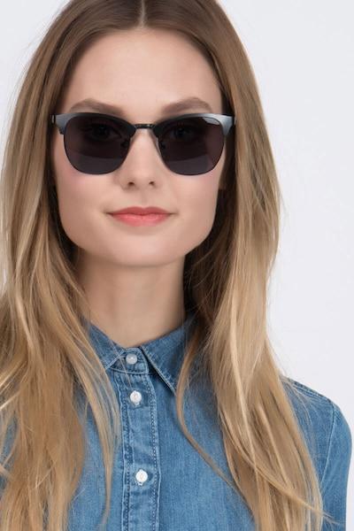 Veil Noir Métal Soleil de Lunettes pour Femmes d'EyeBuyDirect, Vue de Face