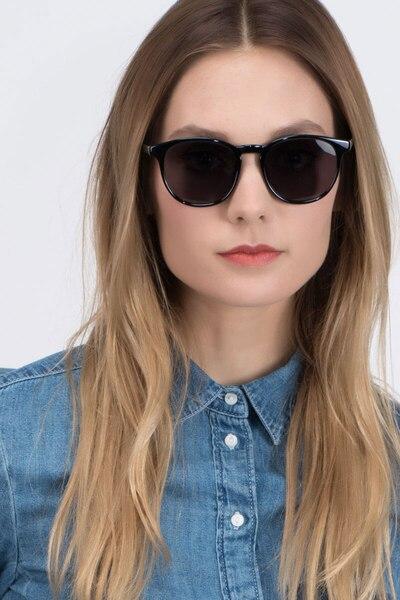 Deja Vu Noir Plastique Soleil de Lunettes pour Femmes d'EyeBuyDirect, Vue de Face