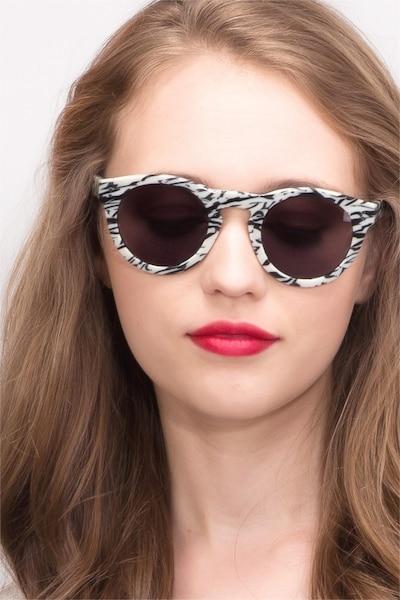 Ibiza White Black Acétate Soleil de Lunettes pour Femmes d'EyeBuyDirect