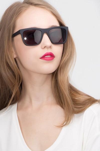Virtual Matte Black Acétate Soleil de Lunettes pour Femmes d'EyeBuyDirect, Vue de Face