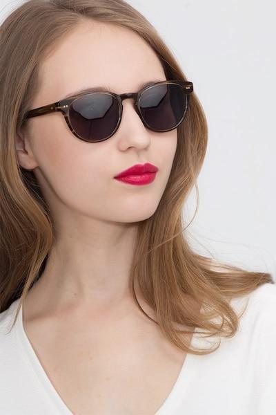 Till Dawn Brown Striped Acétate Soleil de Lunettes pour Femmes d'EyeBuyDirect, Vue de Face
