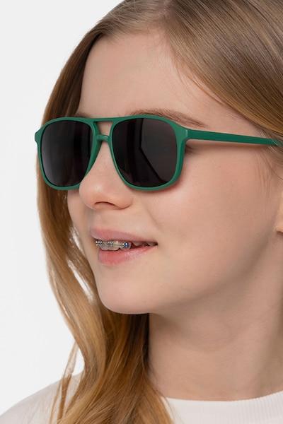 Mead Vert Plastique Soleil de Lunettes pour Femmes d'EyeBuyDirect