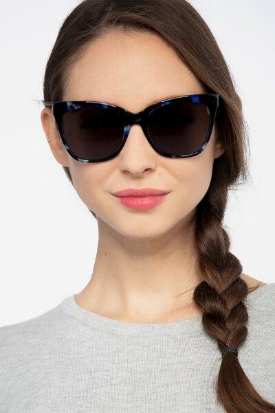 Vamp Blue Floral Acétate Soleil de Lunettes pour Femmes d'EyeBuyDirect, Vue de Face