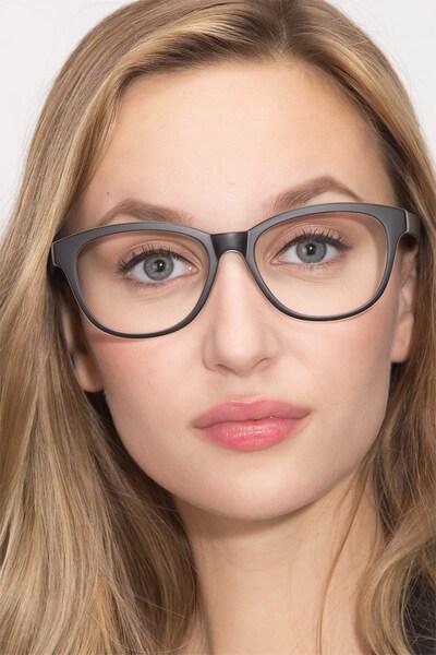 Caroline - women model image