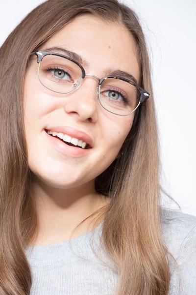 Links - women model image