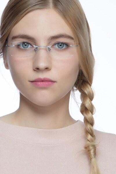 Giroux - women model image