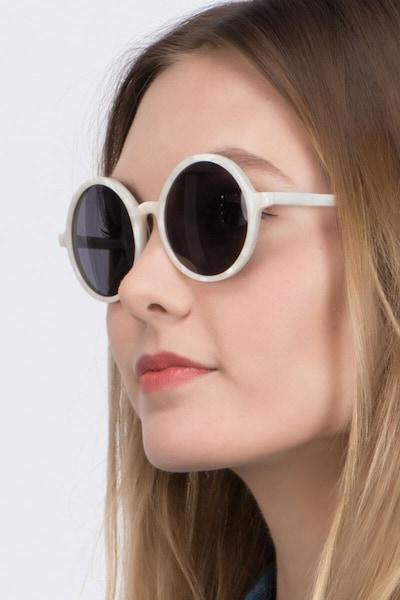 Alena Blanc Acétate Soleil de Lunettes pour Femmes d'EyeBuyDirect