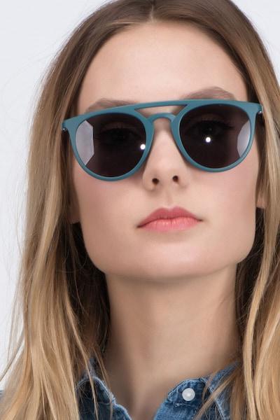 Benicia - women model image