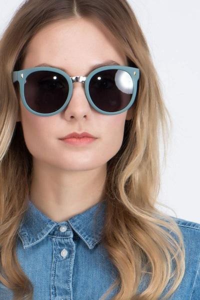 Vedette - women model image